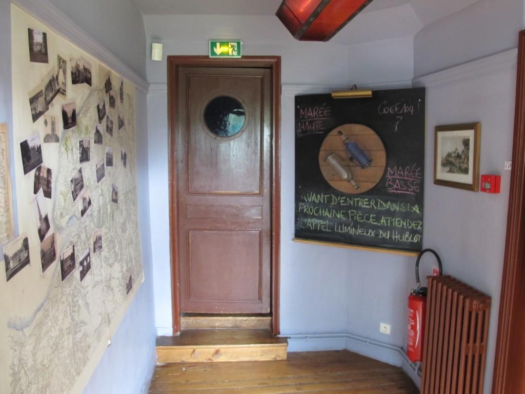 Photographie de la salle qui précède la découverte du trésor, Clos Lupin, août 2013, © Justine Delassus.
